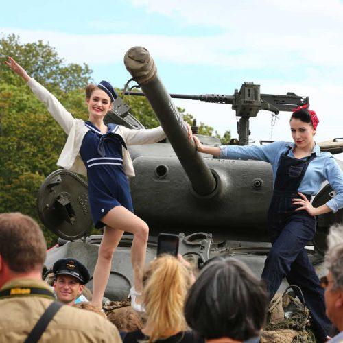 Brussels liberation day participantes sur un tank