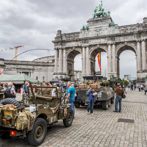 Brussels liberation day voitures militaires